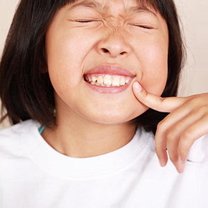 お子様が「痛い」と言ってから歯医者に行ったのでは遅いのです。
