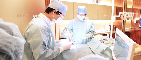 インプラント治療を他院で断られた方でも大丈夫、衛生的に管理された手術専用室でインプラント治療
